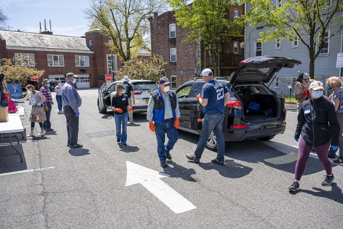 Food Drive with Senator Harchkam, Mayor Wray and many Volunteers