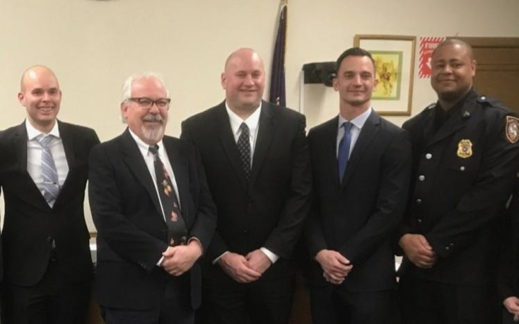 L to R, Detective Sergeant Kmiotek, Mayor Wray, Lieutnant Dougherty, Detective Guzzo and Sergeant Warren